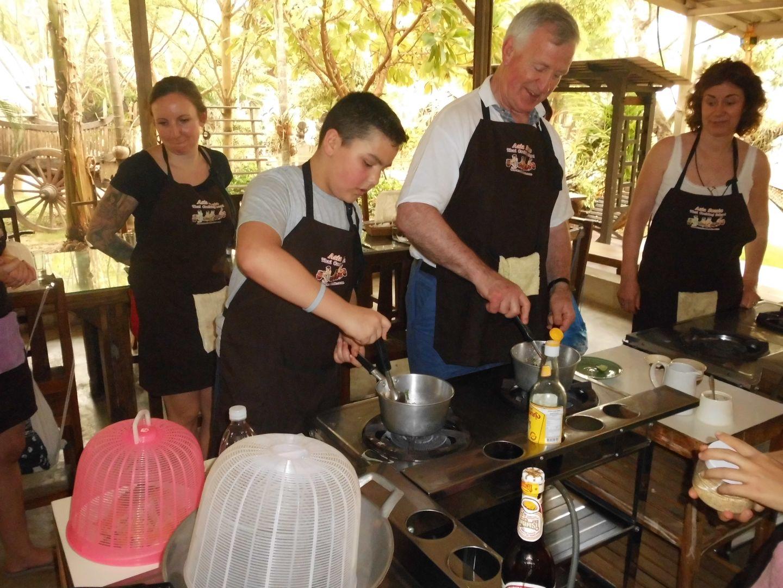 Kookles in Thailand met kind