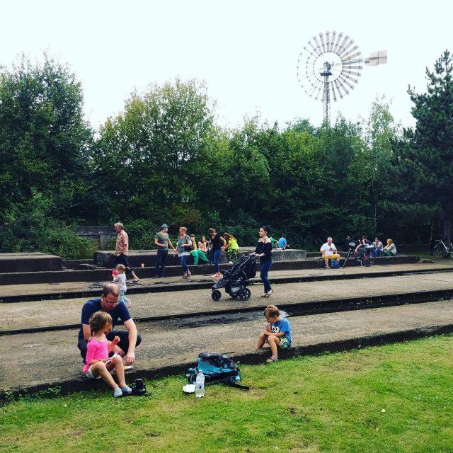 Een zondagmiddag in het park Lijkt wel een festivalterrein dithellip
