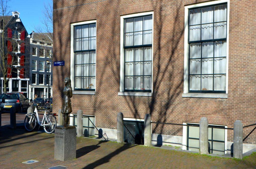 Beeldje Anne Frank