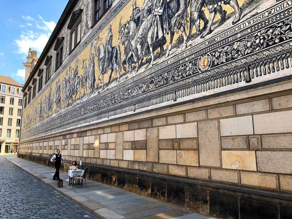 Porseleinen kunstwerk de Fürstenzug