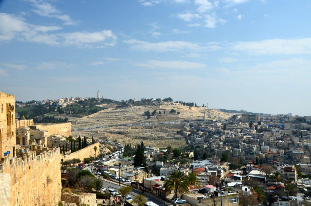 Uitzicht vanaf de stadsmuur op de Olijfberg
